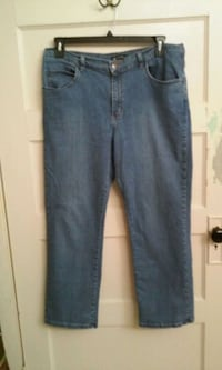Ladies Lee relaxed fit jeans, Size 16 petite  Piney Flats, 37686
