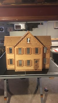 Wooden dollhouse 911 mi