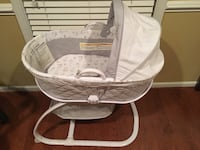 Baby's gray and white bassinet Elgin, 29045