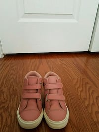 Converse sneaker boot toddler size 9  Bryans Road, 20616