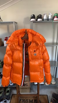 Mocler puffer down orange