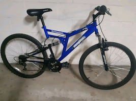 Mongoose Dynamic full suspension mountain bike/velo montagne