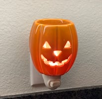 Jack-o-lantern night light collectible scentsy plug-in warmer in EUC!!