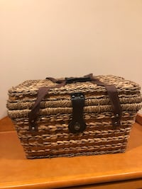 Bed, Bath & Beyond Insulated Picnic Basket