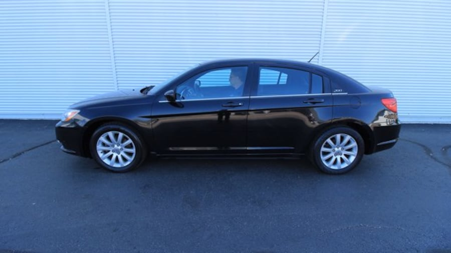 2014 Chrysler 200 Touring / ACCIDENT FREE / HEATED SEATS / REMOTE ST 3becd06c-8fb1-4117-9c47-aaaf3e23585e
