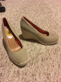 Worn once,  canvas wedge size 8 Hamilton, L9C 0C7