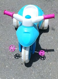 blue and white pedal trike Largo