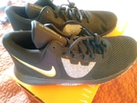 pair of gray Nike running shoes Auburn, 98002