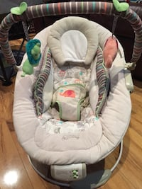 baby's white and gray bouncer Brampton, L7A 0J4