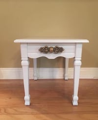 White and gold end table Mandeville, 70448