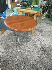 Nice solid table Johnstown, 15904