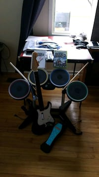 Rock Band 2 with equipment for Xbox 360 Ottawa, K1Z 7N5