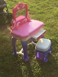 pink and purple plastic vanity table East Sparta, 44626
