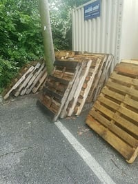 Used Free pallets. You pick up for sale in Memphis - letgo