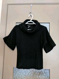 Black wide short sleeve sweater size small Calgary, T2E 0B4