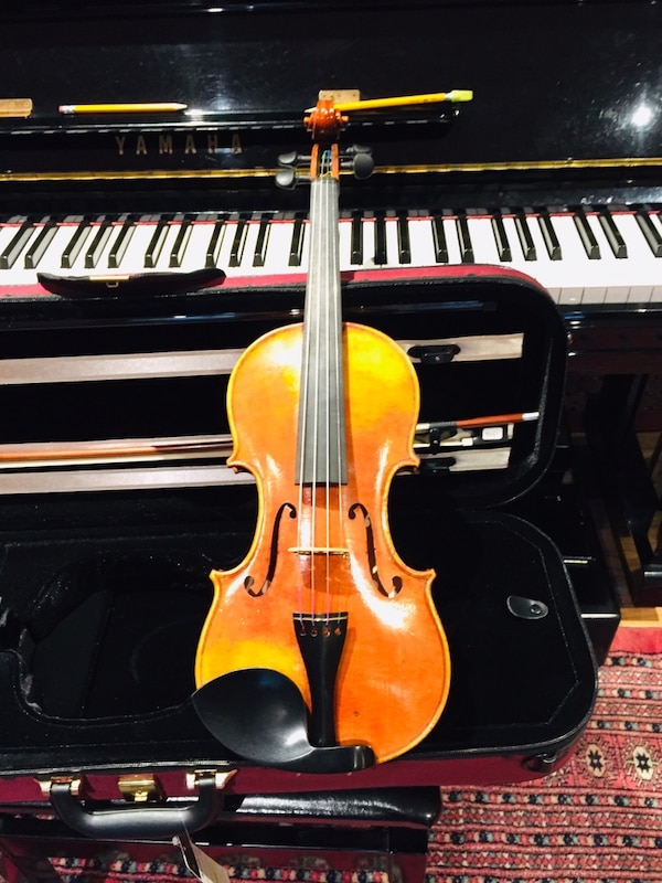 Full size Kono violin with self duty pegs,bow and light case.