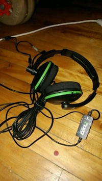 black and green corded headphones Montréal, H2P 2E4