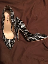 pair of black-and-white leather pumps Yonkers, 10705