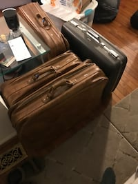 Vintage Leather and Hard Luggages 24 km