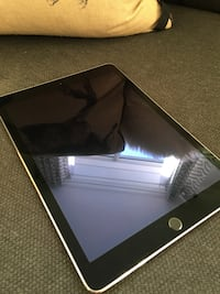 iPad Air Wi-fi & Bluetooth 16G Space Gray Toronto, M5B 2C8