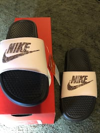 Nike Slides Los Angeles, 90044