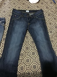 Woman's very nice jeans size 29 only trued on Nanaimo, V9R 2E4