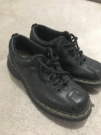 Men's 9 Dr martens shoes $40