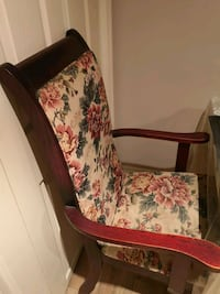 Price drop for Antique Burgundy wooden floral dining chair Montreal, H3N 2A9