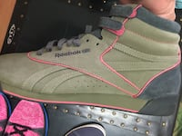 New never worn women's Camo Reebok Classic 8.5 women's 7 mens Surrey, V3W 3R8