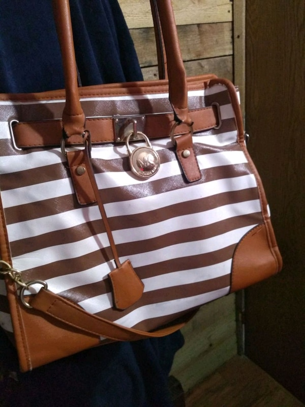 b6f70c75fbe2 Used Michael kors ..purse ..looks great.. for sale in Chattanooga - letgo
