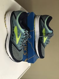 Brooks sneakers, size 10