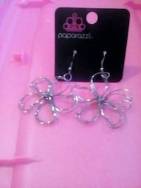 Flower style ear rings Connelly Springs, 28612