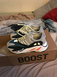 Yeezy 700 wave runners size 8.5 Catonsville, 21228
