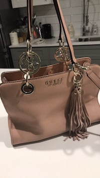 Guess purse New Westminster, V3L 1M3