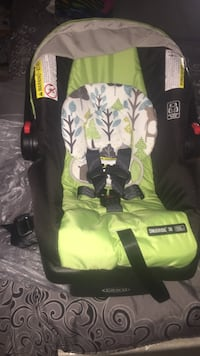 Baby's green and black car seat carrier Seat Pleasant, 20743