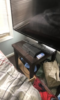 PS4 with long charging cable and two controllers With 50 Inch TV. Manassas, 20109