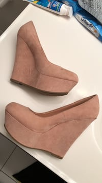 Pair of PINK suede wedge shoes 44 km