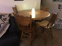 Brown oak kitchen table amd four chairs It's kept up in good shape if you're not serious don't send me messages I only want cash Ontario, 91761