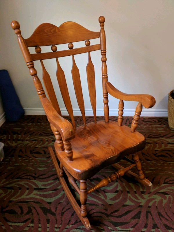 newest 8bf49 041ef Large Solid Wood Rocking Chair made in Canada