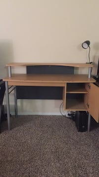 Desk *delivery available* Alexandria, 22306