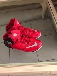 Pair of red nike basketball shoes size 9.5 Indio, 92201