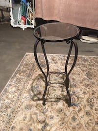 Accent table/plant stand 236 mi