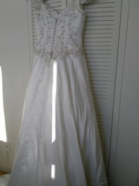 Wedding dress Toronto, M4H 1C7