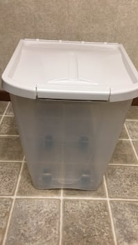 White & cream plastic containers  for Dog Foods Martinsburg, 25404