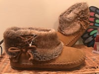 Pair of brown fur-lined boots 2659 km
