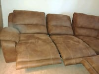 5-seat sofa with 3 seats electronically reclines. Federal Way, 98003