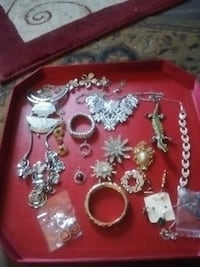 Assorted costume jewellery Victoria, V9B 3K6