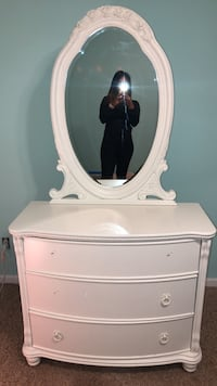 white wooden dresser with mirror Lawrenceville, 30045