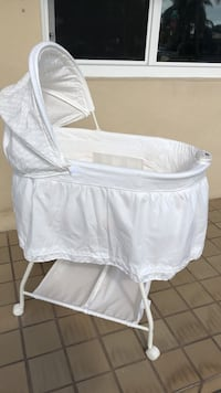 baby's white bassinet Miami, 33125