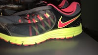 pair of black-and-pink Nike running shoes Los Angeles, 91306